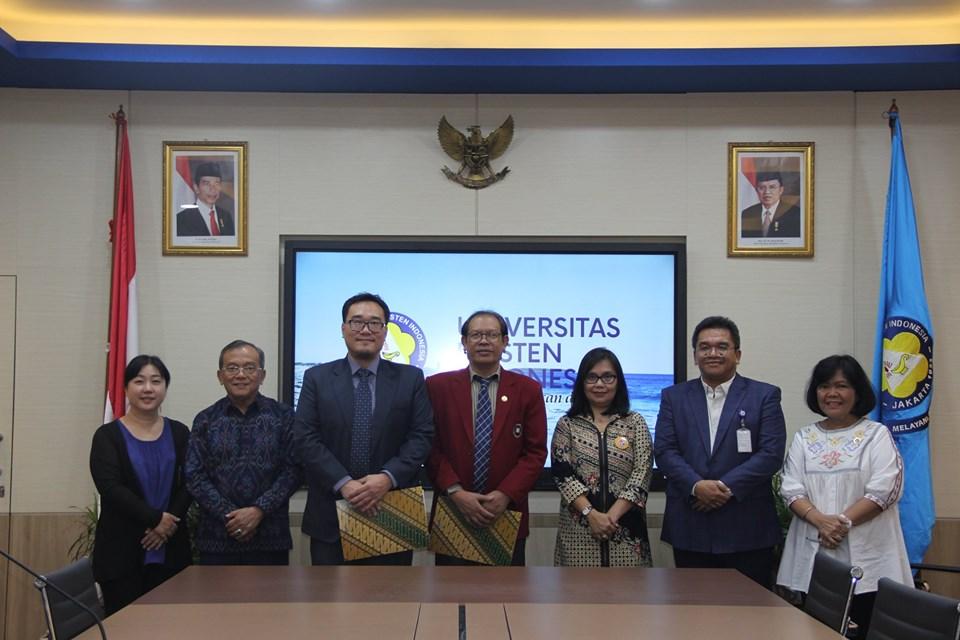 Penandatangan MoU Fakultas Hukum UKI bersama Yayasan Agape Wesley Indonesia