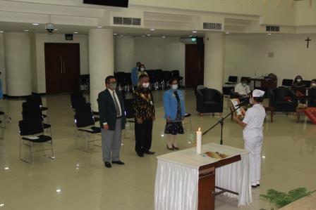 Pemasangan Kap dan Ucap Janji Program Studi Diploma Tiga Keperawatan Fakultas Vokasi Universtas Kristen Indonesia